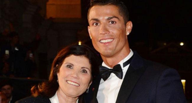 مرض والدة رونالدو تبعده عن القمة الإيطالية